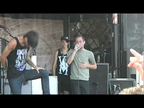 Woe, Is Me - Fame Over Demise @ Warped Tour 2011 (06/29/11)