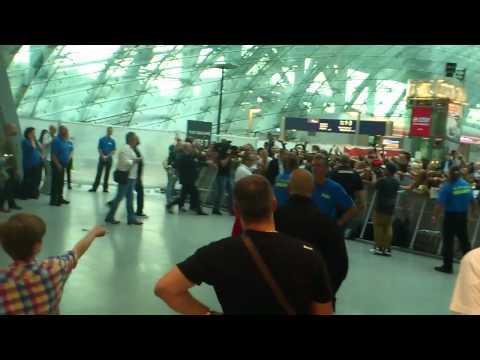 Justin Bieber at Frankfurt Airport - 11.09.12