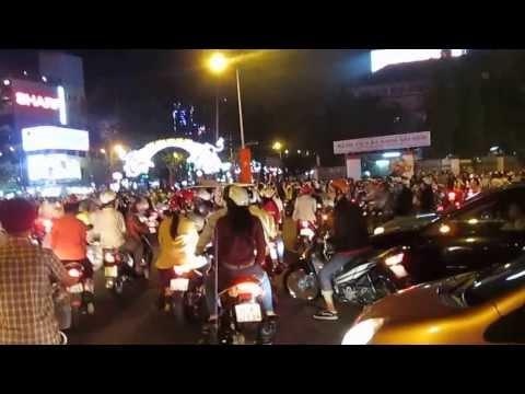 Sài Gòn đêm Giao thừa 30 Tết Giáp Ngọ