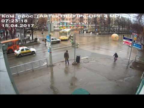 Зорб на Комсомольском проспекте  Пермь  15 апреля 2017