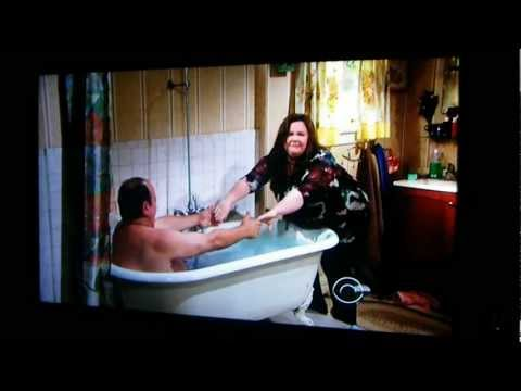 Mike & Molly 'Vince Takes A Bath'