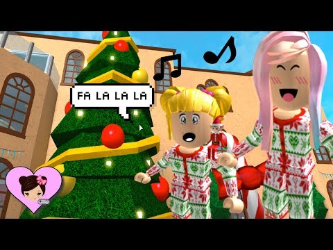Christmas Fun in Bloxburg  Roblox Roleplay with Goldie ! Singing Carols, Decorating, and Partying !