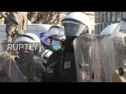 Poland: Several arrested in Warsaw at protest on Smolensk plane crash anniv