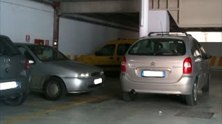 Незнакомец ставил машину на чужое место, но его хозяин не оставил это безнаказанным