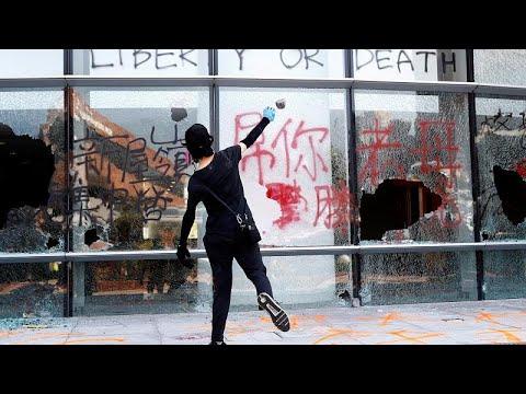 Polícia dispara à queima-roupa contra jovem em Hong Kong