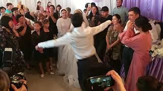 На ногайской свадьбе. Танцуют родные брат и сестра. Карачаево Черкесия, ногайский район Икон-Халк