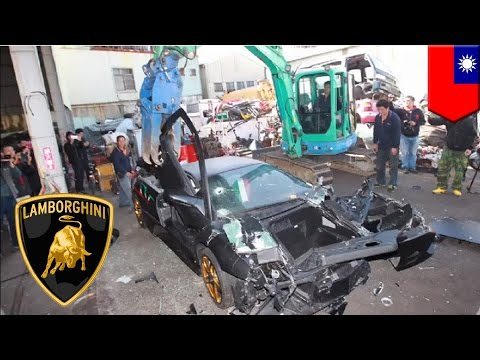 Lamborghini Murcielago demolished: Supercar scrapped for not having a license plate - TomoNews