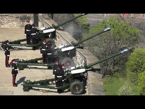 FULL 21 gun salute - Her Majesty Queen Elizabeth's 93rd Birthday - Edinburgh Castle [4K/UHD]