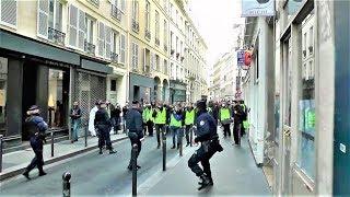 Incident entre 5 policiers qui protègent le siège de LREM et des Gilets jaunes - Paris - 22 déc.2018