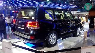 Toyota Land Cruiser VX V8 - Auto Expo 2018 (Exterior and Interior Walkaround)