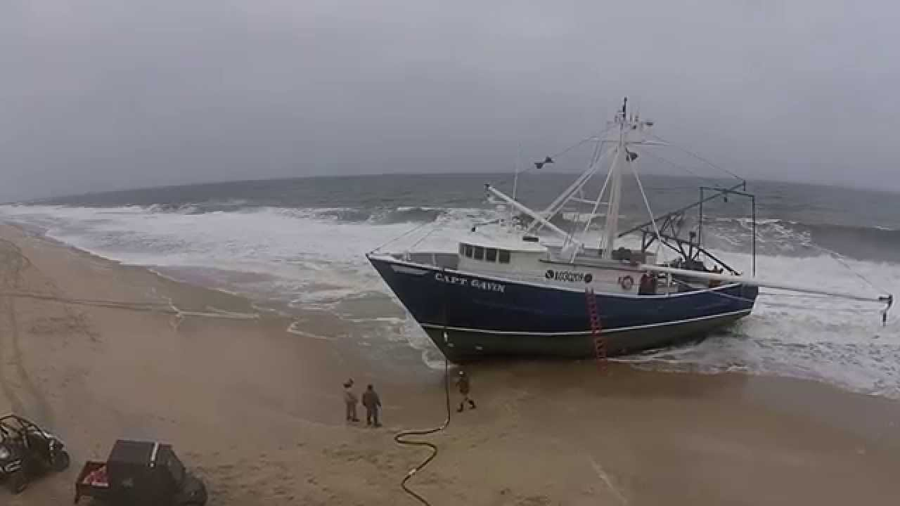 Fishing boat capt gavin runs aground in point pleasant for Point pleasant fishing report