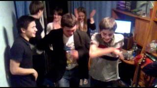 Глеб танцует лизгинку