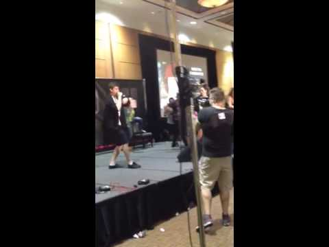 Shawn mendes singing drunk in love at magcon toronto