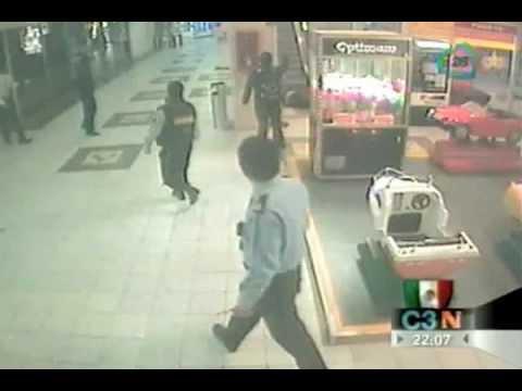 Captan cámaras de seguridad tiroteo en Plaza Galerías - YouTube 3cfbbfdfff66b