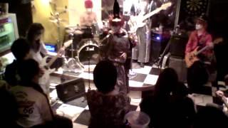 120211 札幌某所にて開催されたイベント内での演奏 高校生のときに初めて聴いて、ドップシはまった曲b バンド編成で演奏するのは、コレが人生...