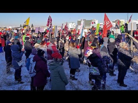 Alberta public workers protest job cuts