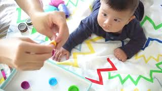 เล่นอะไรกับลูกดี ทำของเล่น เล่นกับลูก 5 เดือน กระดานวิเศษ ฝึกนั่ง ฝึกทรงตัว ฝึกหยิบ จับ และดึงวัตถุ