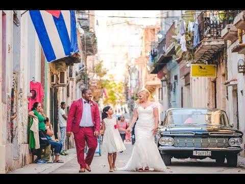 Walking with you: Lindsay & Bachan Havana Wedding