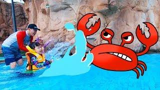 Yuni and Papa at the Water Park Boo Boo story song Romiyu Vlog