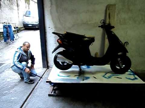 Alzamoto fai da te ponte sollevatore moto youtube for Ponte alzamoto
