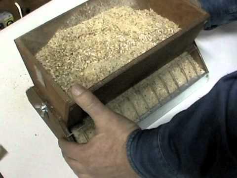 Как сделать бункерную кормушку для перепелов своими руками видео