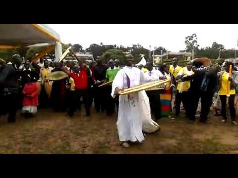 Kenyan Choir Entertains At Pope Francis Visit