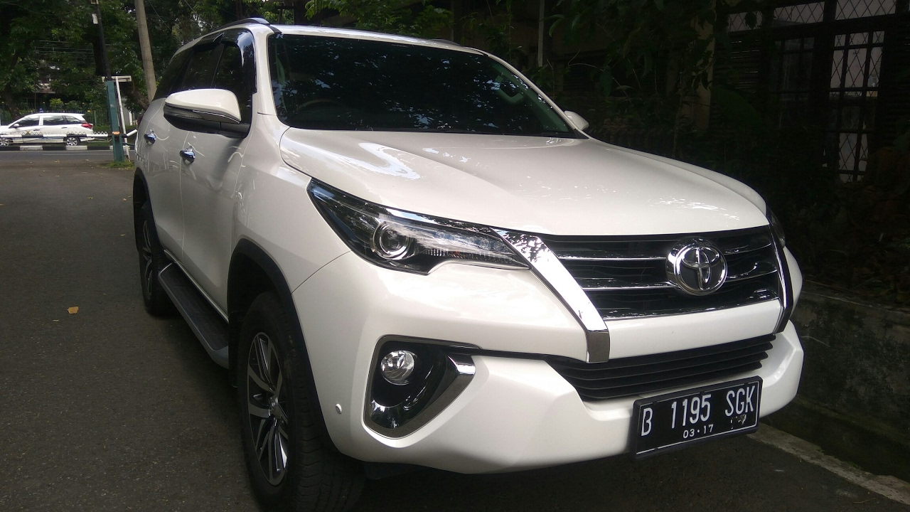 Toyota Fortuner 2 4 Vrz A T Start Up Review Indonesia Youtube