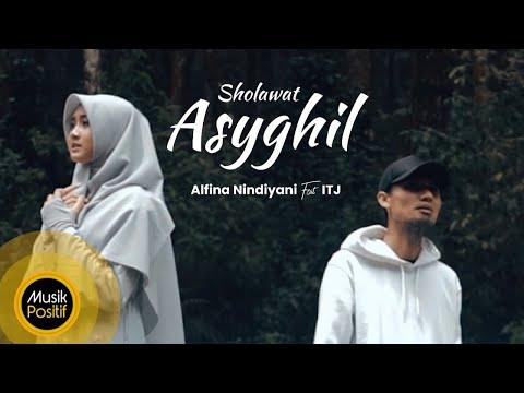 Alfina Nindiyani - Alfina Nindiyani Feat Itj Sholawat Asyghil Music Video