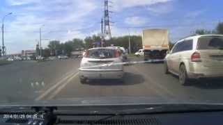 Бывают же уроды на дороге, хорошо что есть такие люди которые следят за порядком