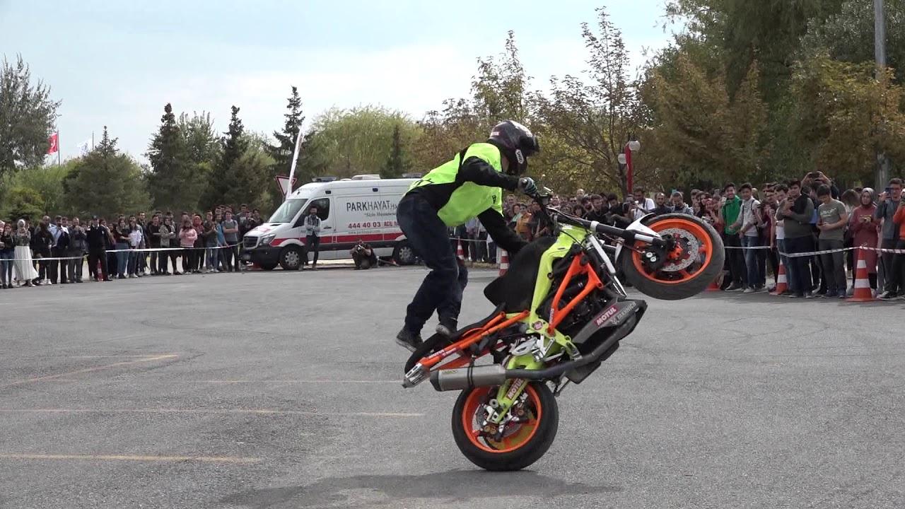 Download Avrupa Motosiklet Akrobasi Şampiyonu Kalinin'den AKÜ Öğrencilerine Özel Akrobasi Gösterisi