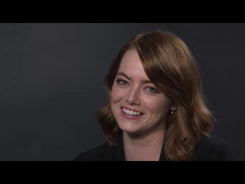 What Songs Do Emma Stone and Natalie Portman Sing at Karaoke? | Vanity Fair