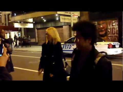 Kristen Wiig Poses for Photos after seeing Al Pacino on Broadway in The Merchant of Venice 11.5.10