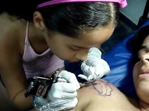 A Tatuadora Mais Jovem Do Brasil Lily