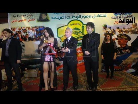 فضيحة.. تكريم محافظ بورسعيد لـ 'شيما الحاج' بملابس مثيرة