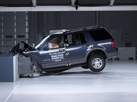 2002 Ford Explorer moderate overlap IIHS crash test