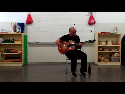 4t B Xavier a la guitarra
