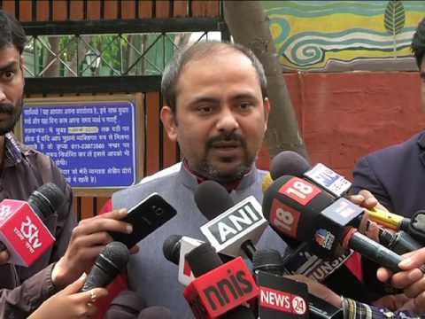 Aap Delhi Convener Briefs Media on how Manoj Tiwari is Insulting a Lady Teacher in Front of Everyone