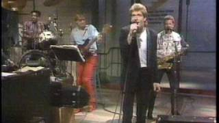 "Huey Lewis performs ""The Heart of Rock & Roll"" on Late Night with D..."