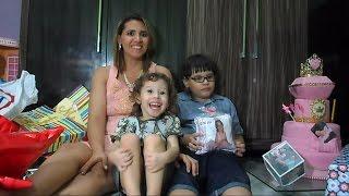 Abrindo Presentes de aniversário da  Valentina festa tema princesa realeza
