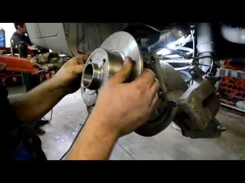 Смотреть онлайн Замена подшипника задней ступицы и тормозных дисков Renault Megane 2