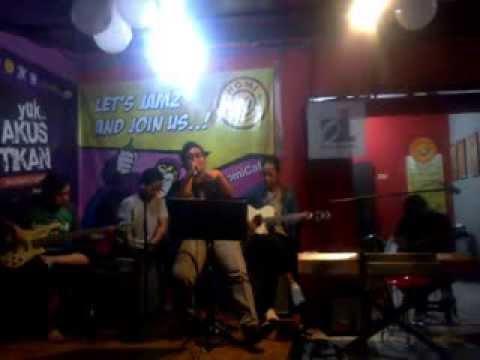 @HomiCafe Akustik - Pergi Tuk Kembali (Angga dkk)