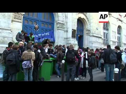 Paris trains run despite strike, students protest retirement reform