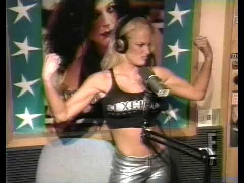 Nikki Tyler Flexing