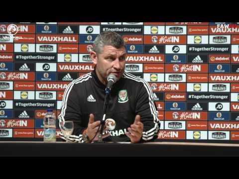 Osian Roberts speaks to the press in Welsh about Wales v Belgium