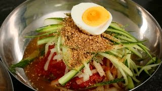 Cold, spicy, chewy noodles (Bibim-naengmyeon: 비빔냉면)