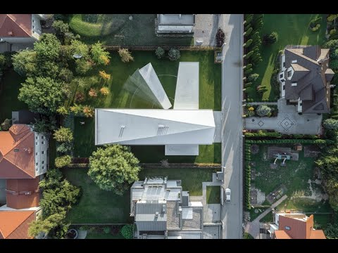 This Incredible House in Poland Moves With the Sun