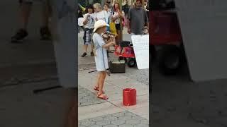 فتاة تعزف اغنية ديسباسيتو على الكمان بإحساس أكثر من رائع