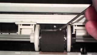 Принтер не захватывает бумагу (XEROX 3125) - замена резинки ролика захвата подачи бумаги.(Для того, чтобы ролик остановился в нужном положении, надо отправить на печать на принтер документ (изображ..., 2014-11-13T10:48:42.000Z)