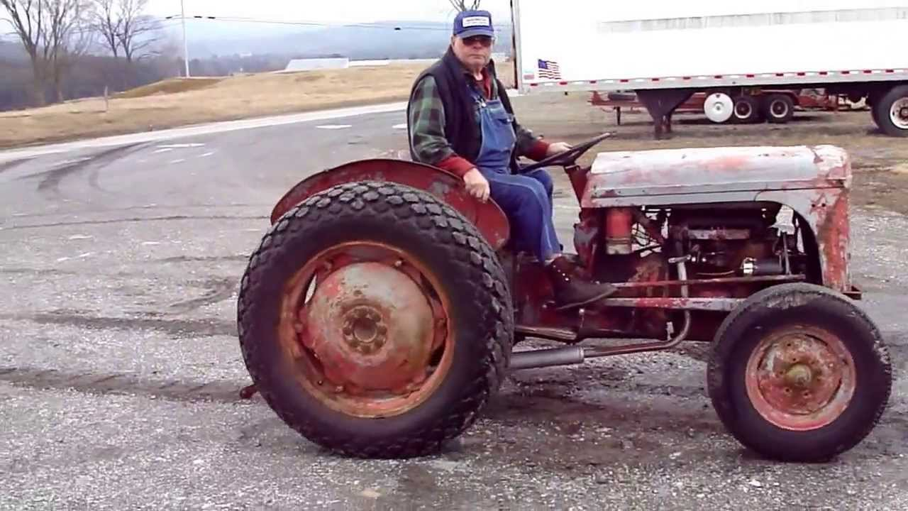 Running Ferguson TO-30 TO 30 Tractor Demonstration Z129 Continental on