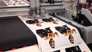 Aufkleber drucken & schneiden, Aufkleber Druckerei nutzt Zünd Cutter G3 für Folienverarbeitung 1